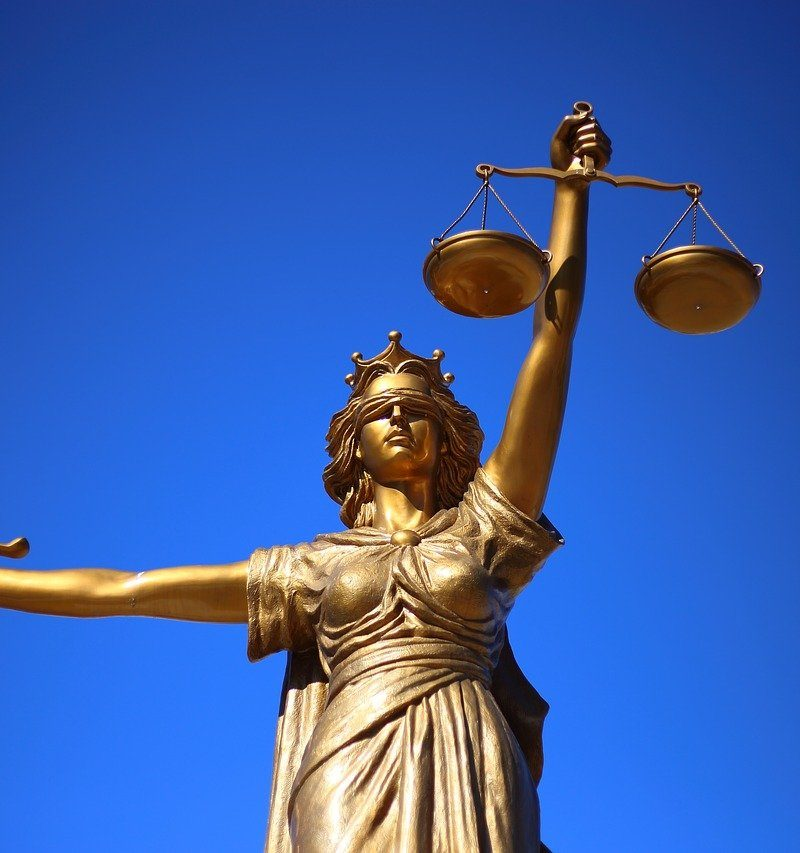 W czym potrafi nam wspomóc radca prawny? W których sytuacjach i w jakich dziedzinach prawa pomoże nam radca prawny?